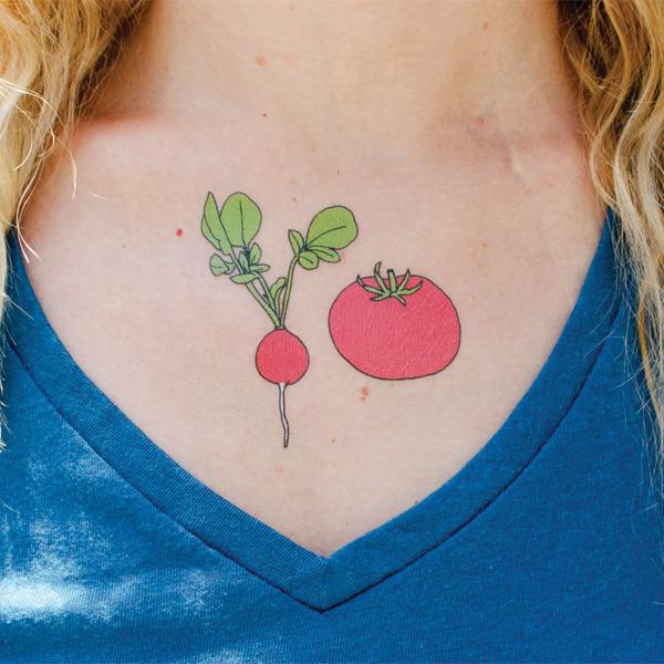 Tätowierte tomate und radisschen